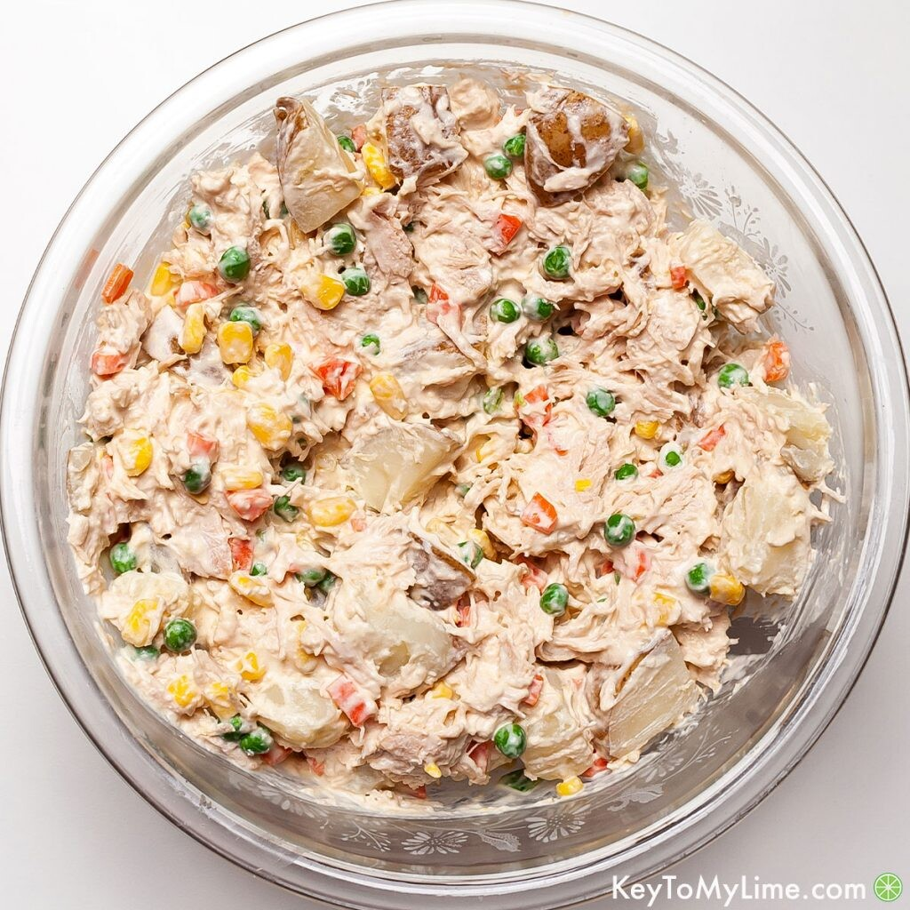 An easy creamy ensalada de pollo recipe in a large glass bowl.