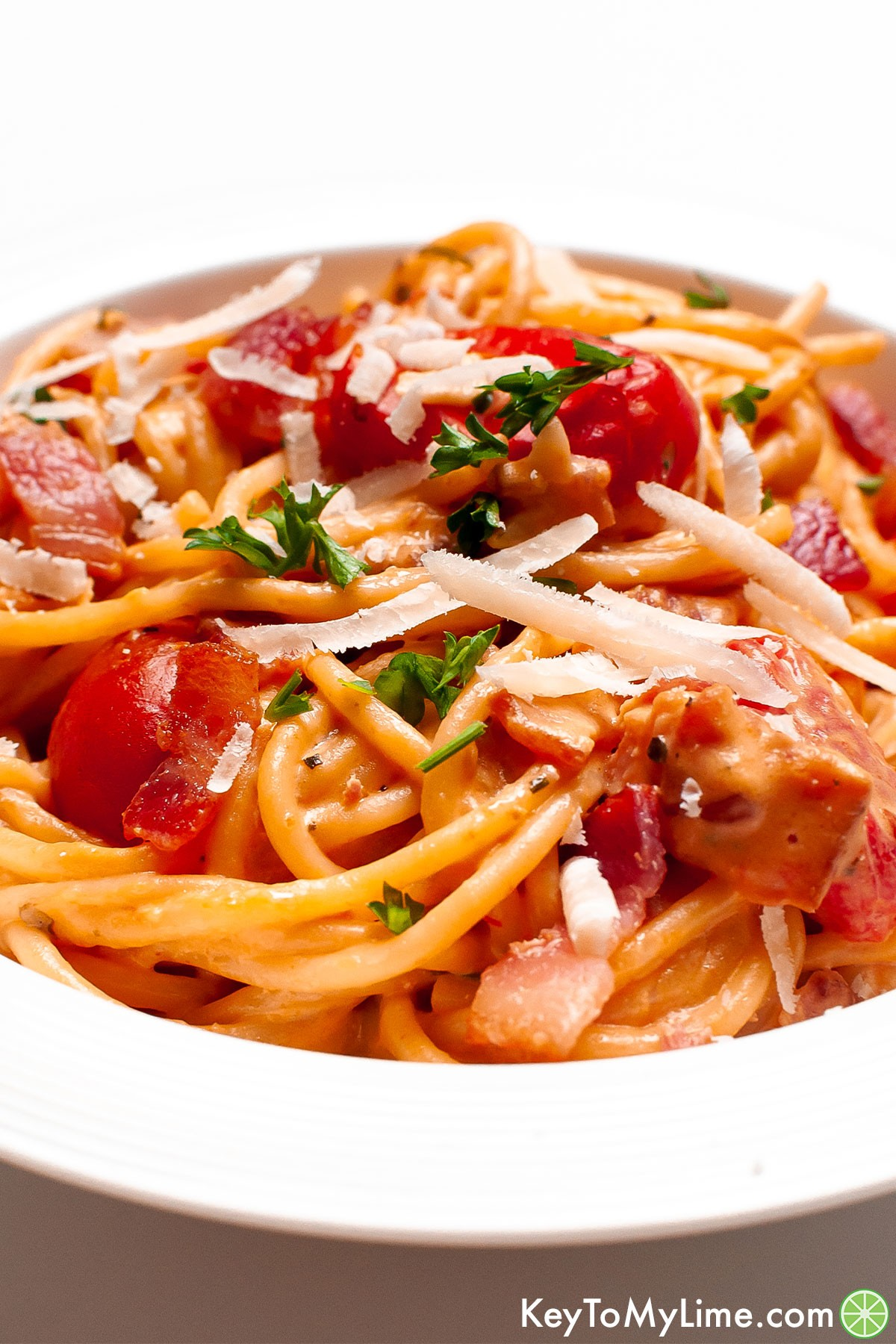 Bacon pasta in a bowl.